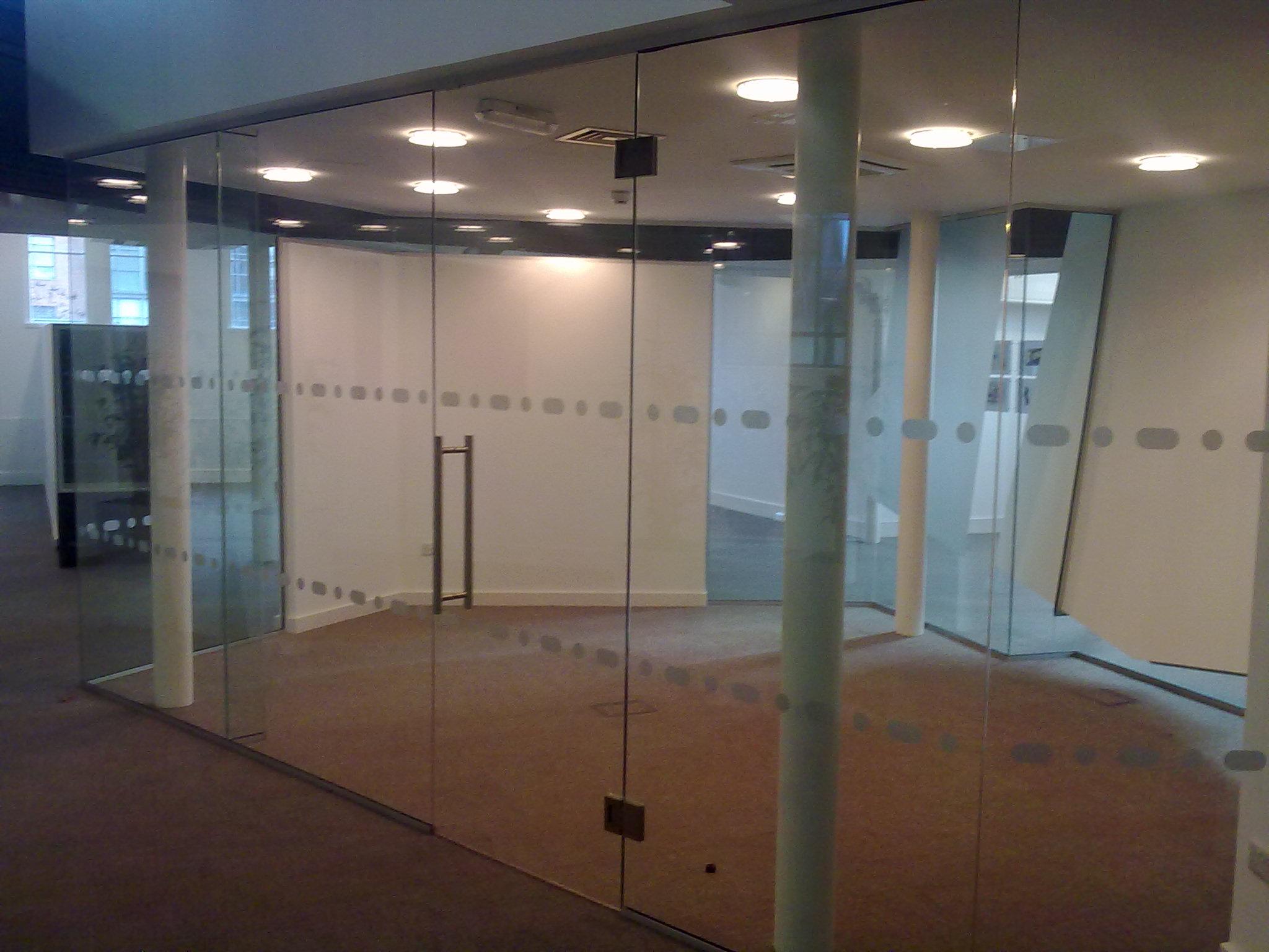 grūdinto-stiklo-pertvara-stiklopasaulis-lt